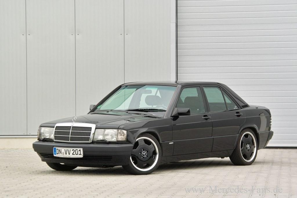 Schwarzer Schwan Mercedes W201 80er Mercedes 190E Im
