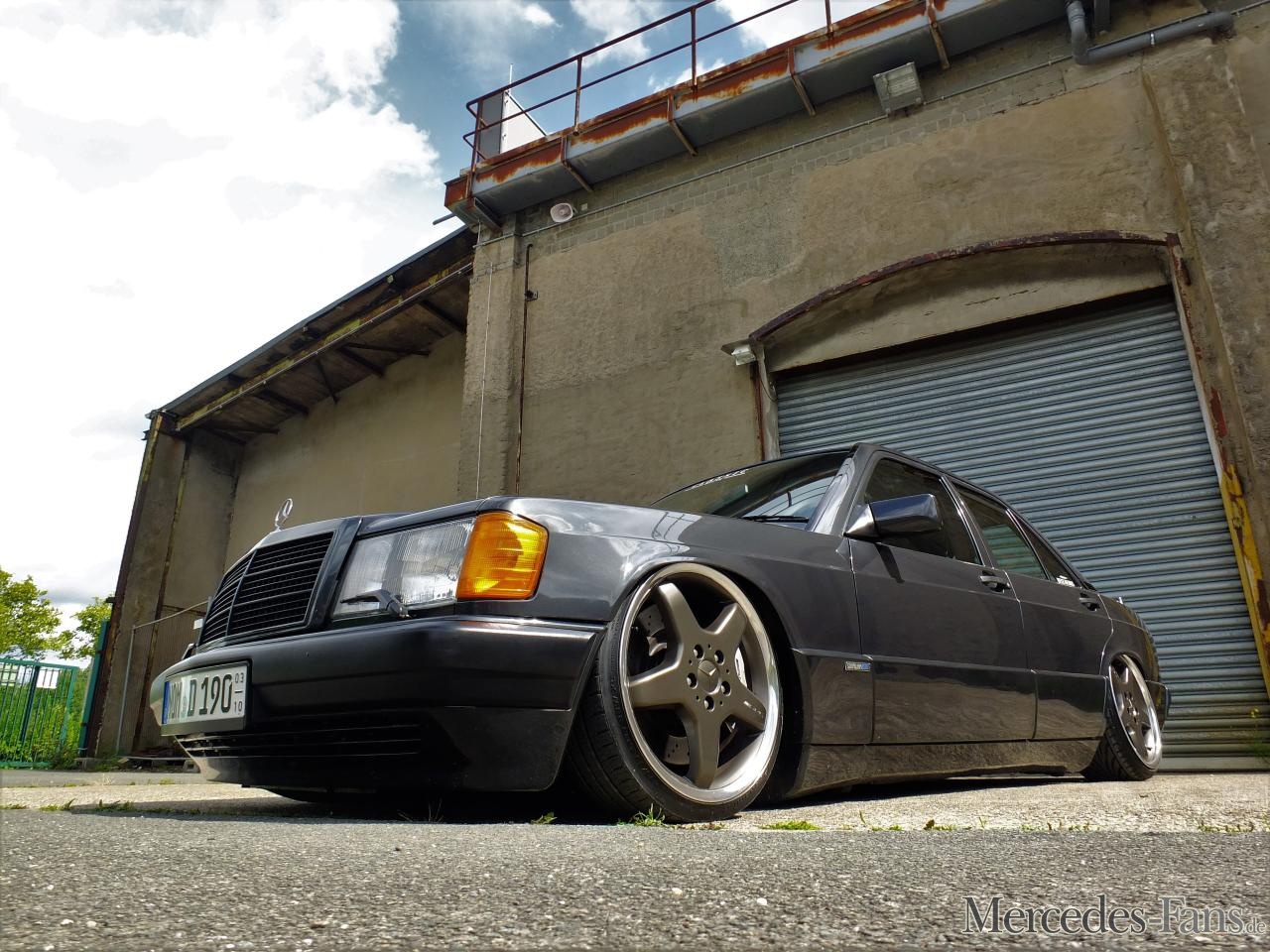 Let it low 91er mercedes benz 190 bagged baby benz for Mercedes benz fans