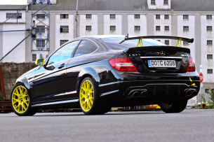 mercedes benz c63 amg coup born to burn krasses coup mercedes c63 amg mit rennsetup und 623. Black Bedroom Furniture Sets. Home Design Ideas