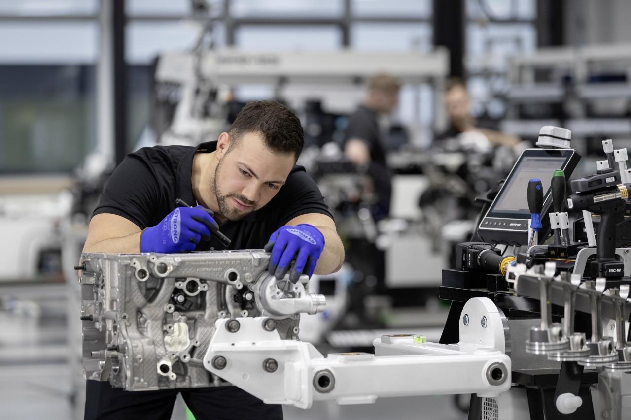 Kompetenzklotz: Neuer AMG-Vierzylinder-Turbo M139: Mit Bis
