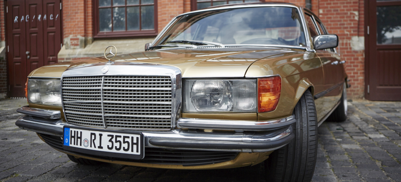 Goldst ck mercedes benz 280 s city cruising mit goldenem for Mercedes benz atlantic city