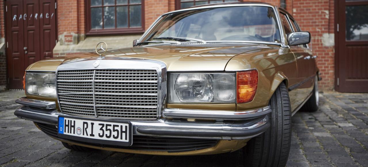 Goldst ck mercedes benz 280 s city cruising mit goldenem for Benz hamburg