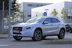 Erlkönig erwischt: Mercedes-Benz GLA - Fotos & Video: Spy Shot: Aktuelle Bilder vom Mercedes GLA Facelift (X156)