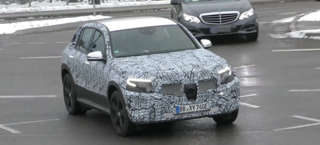 Mercedes-Benz Erlkönig erwischt: Spy Shot Video: Mercedes EQC im Video