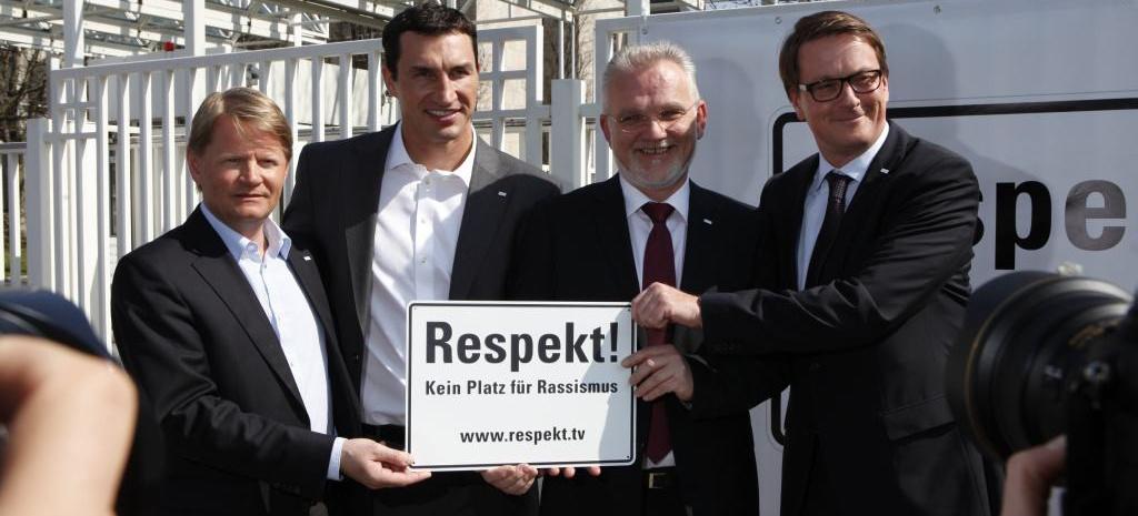 Zentrale Der Daimler AG Beteiligt Sich An Initiative