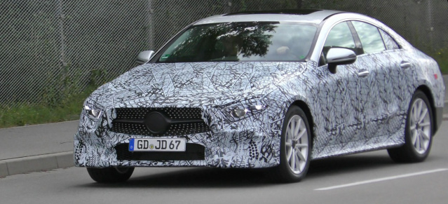 Erlkönig erwischt: Mercedes-Benz CLS 2018: Spy Shot Video: Mercedes-Benz CLS 2018 mit Chrom-Diamantgrill gefilmt