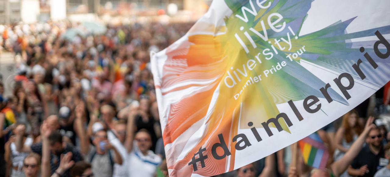 """Mercedes Benz Portland >> """"We live diversity!"""": Daimler setzt mit der Pride Tour auf fünf Kontinenten ein Zeichen für ..."""