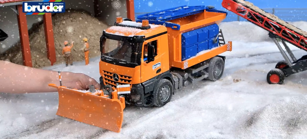 Für kleine mercedes truck fans spielzeug lkw von bruder