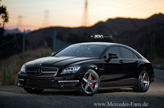 Black is beautiful: Mercedes CLS 63 AMG düster inszeniert ...