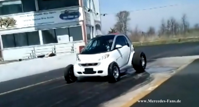 Achtbar: smart fortwo mit V8 Motor (Video): Der per Chevy Big-Block ...