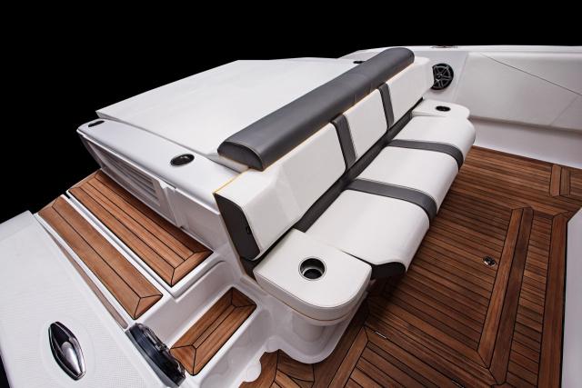 Neues Speedboot im Mercedes-AMG GT3 Style: Mercedes-AMG GT3 Ahoi ...