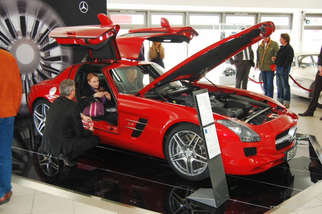 sls amg premiere bei mercedes lueg in essen starkes. Black Bedroom Furniture Sets. Home Design Ideas
