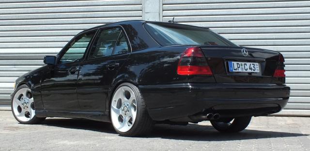 Der schwarze Abt: Mercedes C43 AMG (W202): 99er C-Klasse mit Mörder