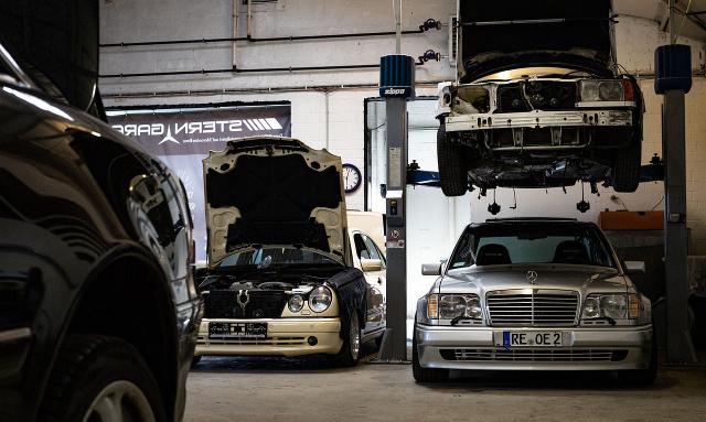 Sch ne sterne 2018 die stern garage datteln zeigt einen e500 und einen 300td news mercedes - Garage mercedes nanterre ...