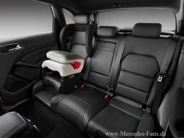 neue b klasse bietet gro e sicherheit f r kleine passagiere umfangreiches kindersicherheits. Black Bedroom Furniture Sets. Home Design Ideas