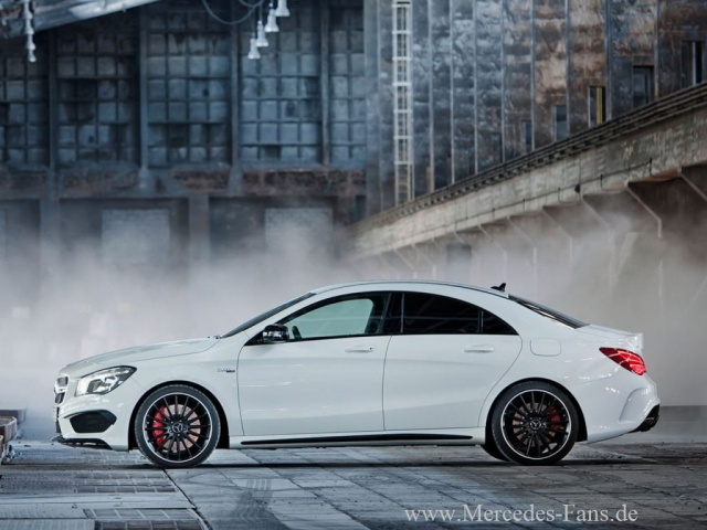starker deb tant mercedes cla 45 amg feiert in new york premiere die amg version des mercedes. Black Bedroom Furniture Sets. Home Design Ideas