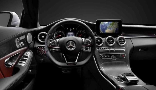 Innere Werte: Erste Fotos vom Innenraum der neuen Mercedes C-Klasse ...